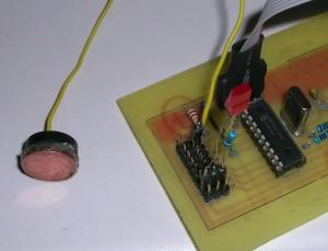 Pruebas con PIC 18F1320 mTouch CVD y un LED